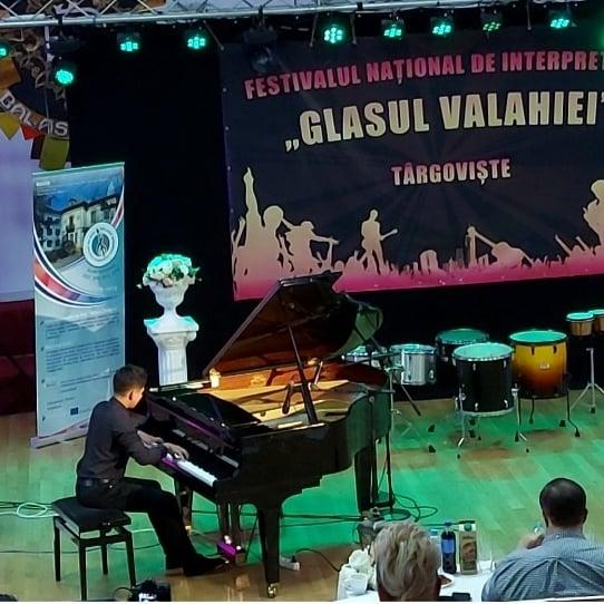 """Festivalul Național de Interpretare Vocală și Instrumentală """"Glasul Valahiei"""""""